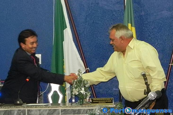 Prefeito 'Titico' juntamente com o vereador Juscelino Gregório articulou a ida do vereador Alvaro Costa para a base Governista...