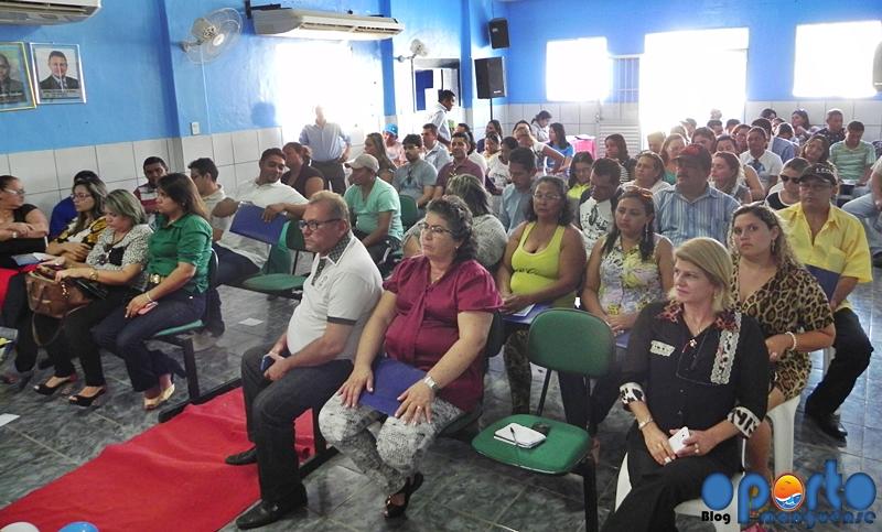 Servidores da saúde e populares lotaram a Câmara Municipal....